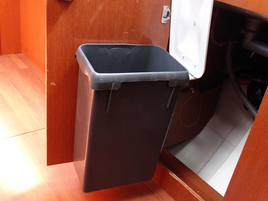 16  dustbin