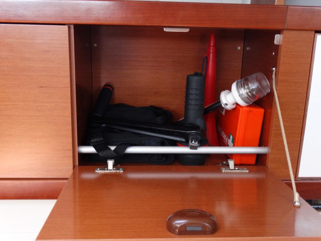 18 winch handle, binoculars, flash lamp, foghorn, cockpit light