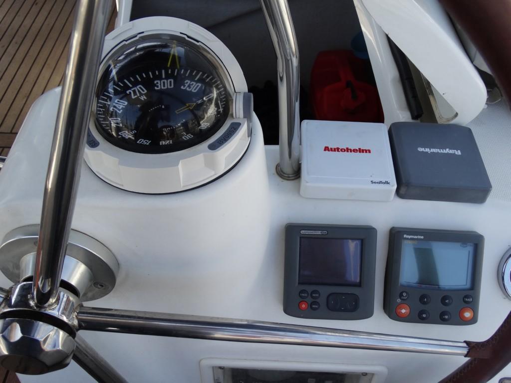 27 autopilot, compass dept meter wind meter