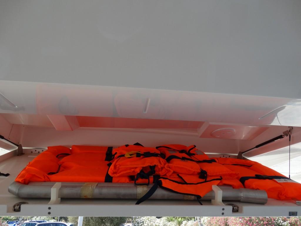 16 lifejackets