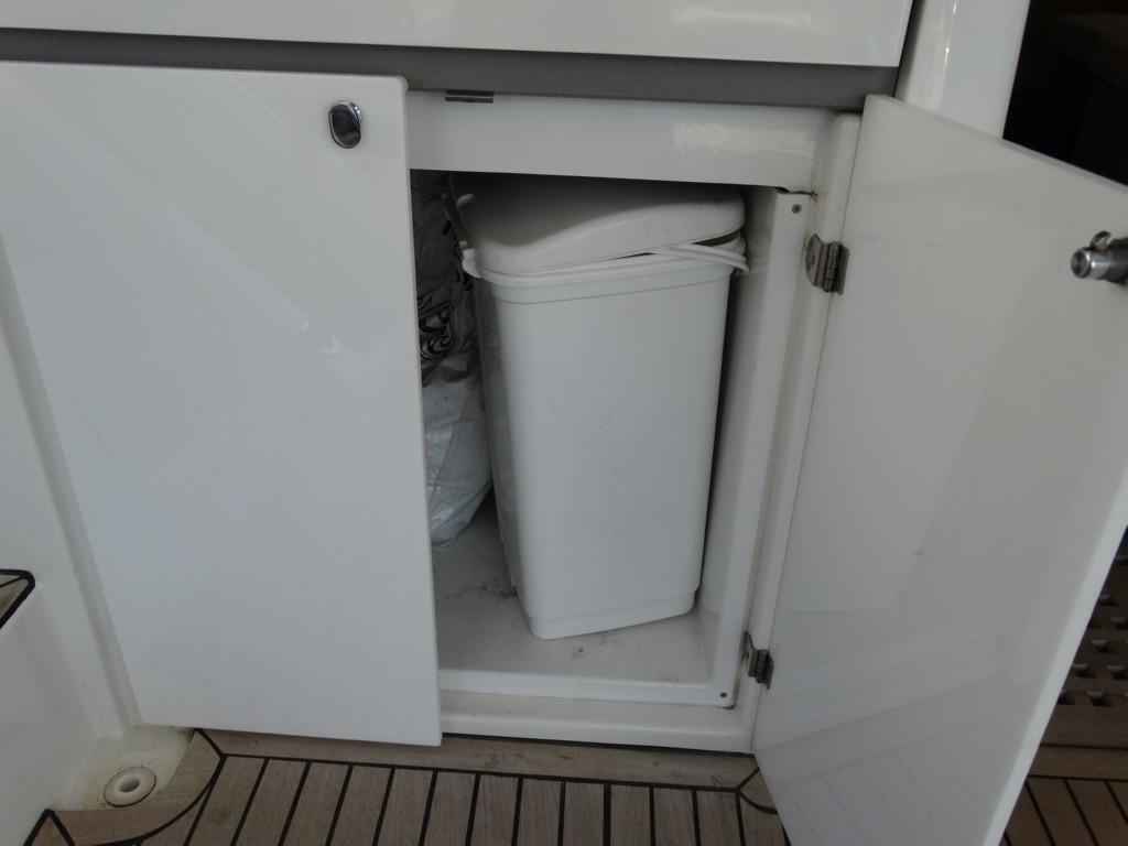 18 dustbin