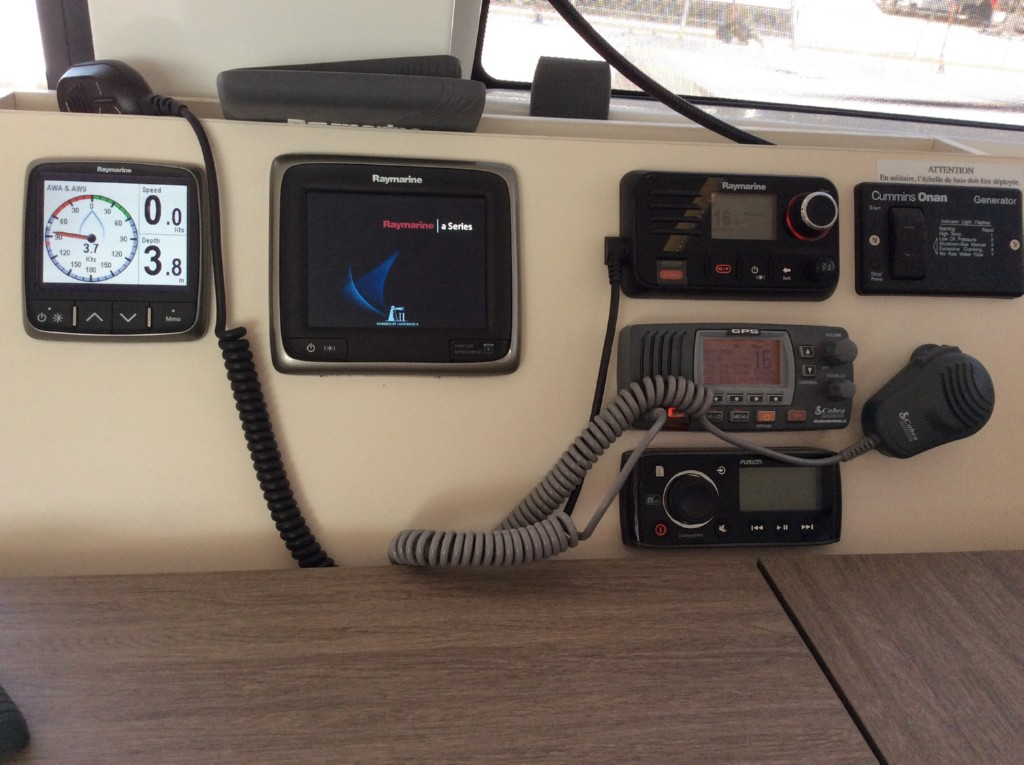 Raymarine instruments,hifi -mp3, 2 vhf
