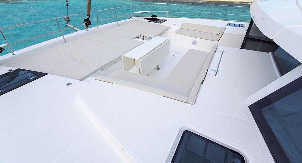 Bali 5.4 bow deck
