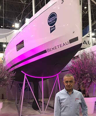 Mr. Kavas in front of the winner in boot, Düsseldorf